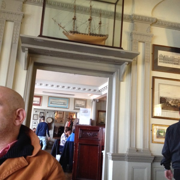 Photo taken at Trafalgar Tavern by Diana K. on 10/27/2013