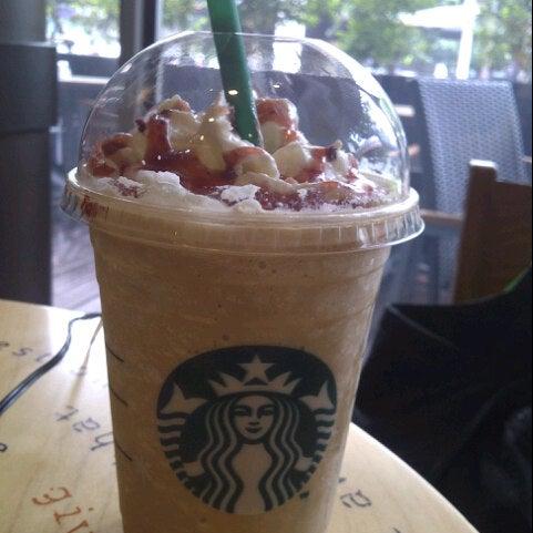 Photo taken at Starbucks by Kwan.J@ on 11/19/2012