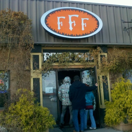 Photo taken at 3 Floyds Brewery & Pub by Mio O. on 11/24/2012
