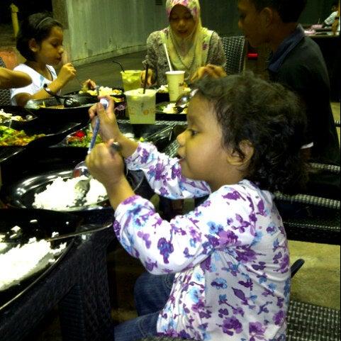 Photo taken at Restoran Sambal Hijau by Ayim K. on 9/28/2012
