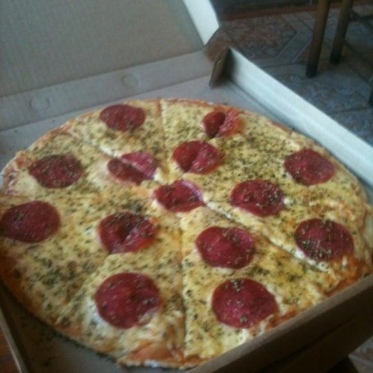 Foto tomada en Pizzeria La Torre por Nelson R. el 11/23/2012