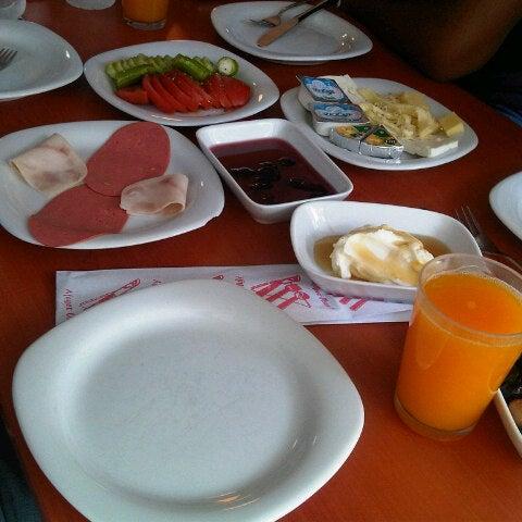 10/13/2012 tarihinde Murat G.ziyaretçi tarafından Fiskos Kahvaltı Cafe'de çekilen fotoğraf
