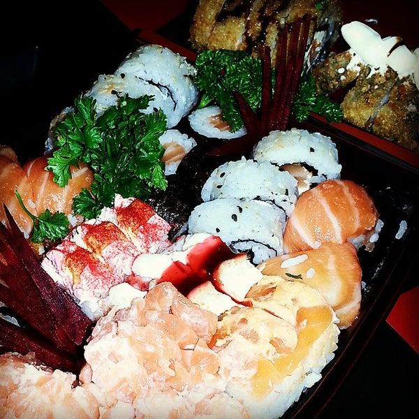 Foto tirada no(a) Hachi Japonese Food por Carolina F. em 1/6/2015