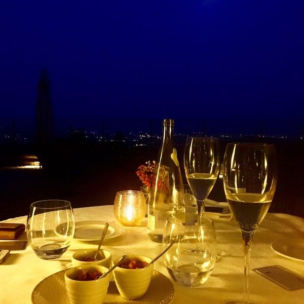 Очень дружелюбная атмосфера и чудесный вид за ужином)