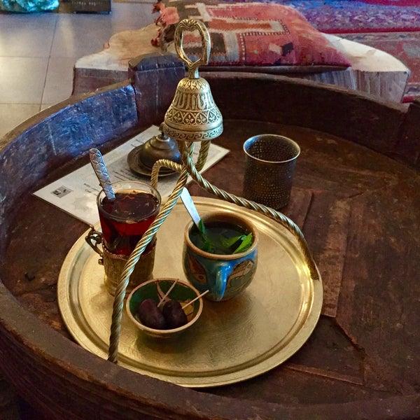 Une petite pause - ambiance super cozy, thé menthe 3€ (beacoup de menthe!)