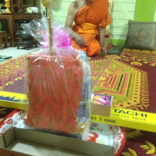 Photo taken at วัดหิรัญรูจีวรวิหาร (วัดน้อย) Wat Hiran Ruchi Worawihan (Wat Noi) by Nut N. on 7/19/2016