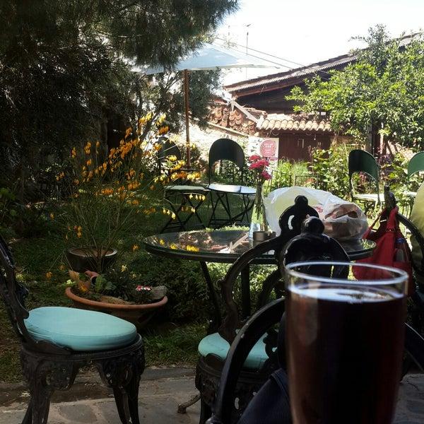 Foto tomada en Üzüm Cafe por Seda A. el 4/23/2018