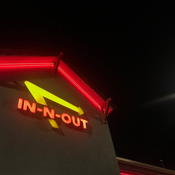 Foto tomada en In-N-Out Burger  por Steve G. el 8/25/2017