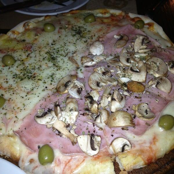 Foto tomada en Central de Pizzas por OsiDan el 6/14/2013