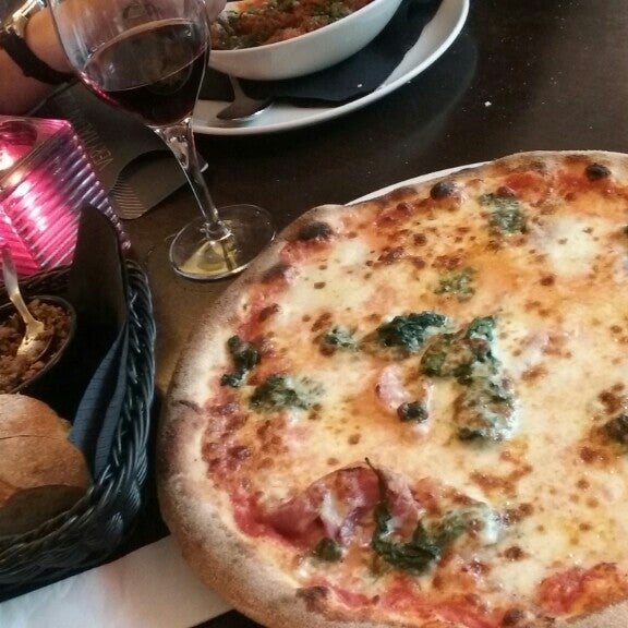 Photo taken at Very Italian Pizza by Jenny on 7/29/2016