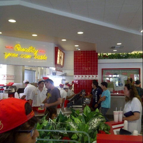 Photo taken at In-N-Out Burger by Rashed S. on 9/23/2012
