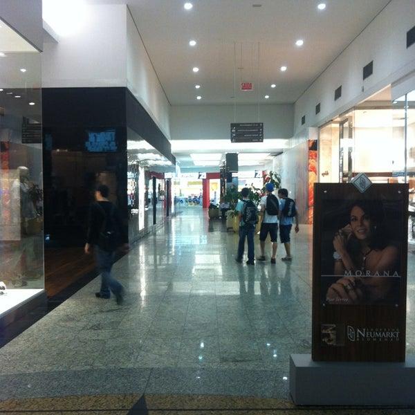 Foto tirada no(a) Shopping Neumarkt por Allan L. em 2/1/2013