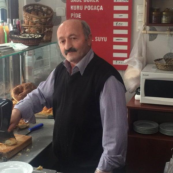 Das Foto wurde bei Altıntepe Börekçisi von Altay Ç. am 11/8/2015 aufgenommen