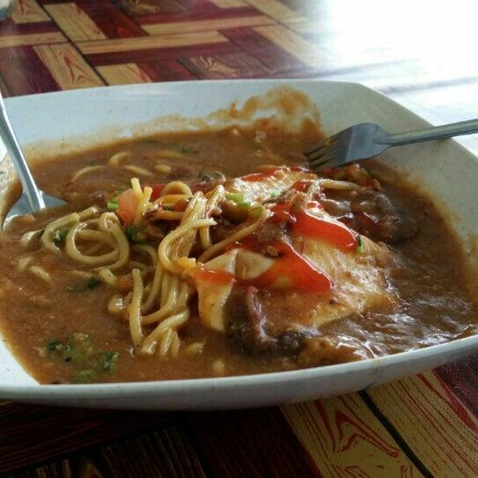 Photo taken at Restoran Pinang Sebatang by Hamidah M. on 11/20/2015