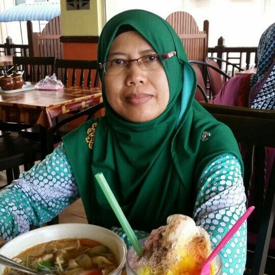 Photo taken at Restoran Pinang Sebatang by Hamidah M. on 11/6/2015