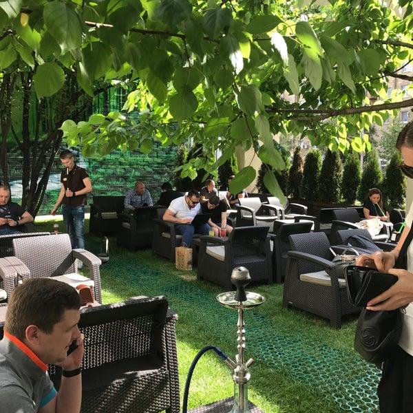Снимок сделан в Lounge Bar GUSTOÚ | ГУСТОЙ пользователем Татьяна В. 5/29/2017
