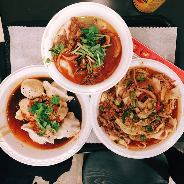 Foto tirada no(a) Xi'an Famous Foods por Matt H. em 5/11/2017