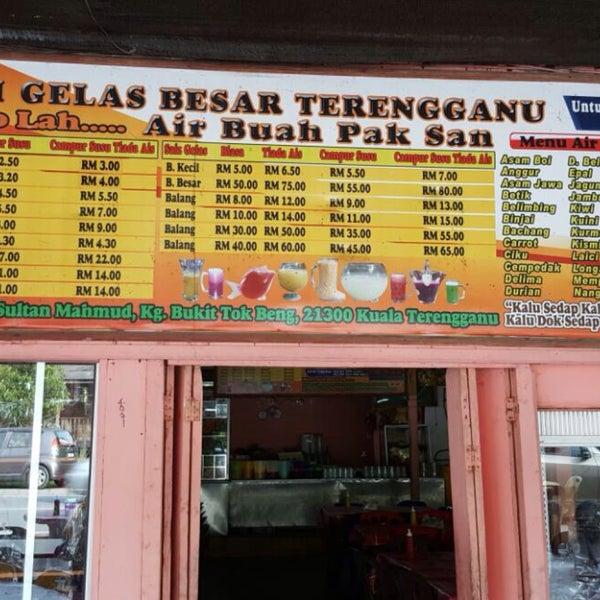 Photo taken at Air Buah Gelas Besar Terengganu by Aisyah A. on 9/15/2016