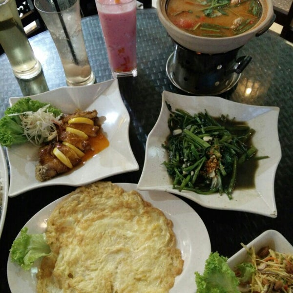 Photo taken at Soul Thai Restaurant by Darma M. on 4/16/2016