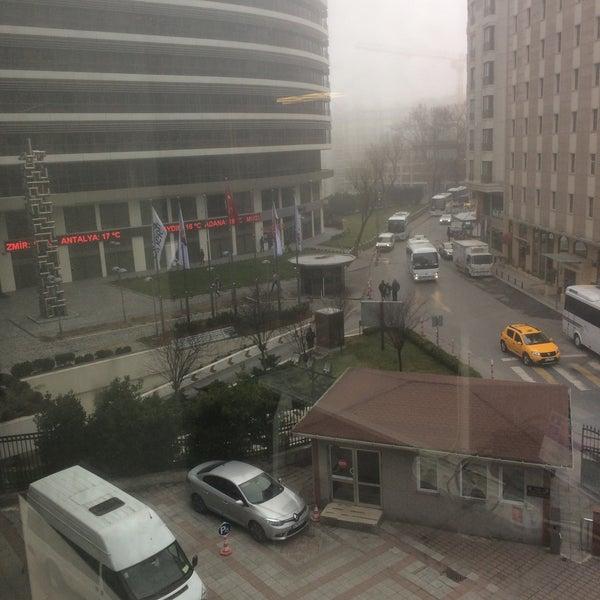 Foto scattata a Boğaziçi Elektrik Genel Müdürlüğü (Bedaş) da ALİ D. il 3/1/2017