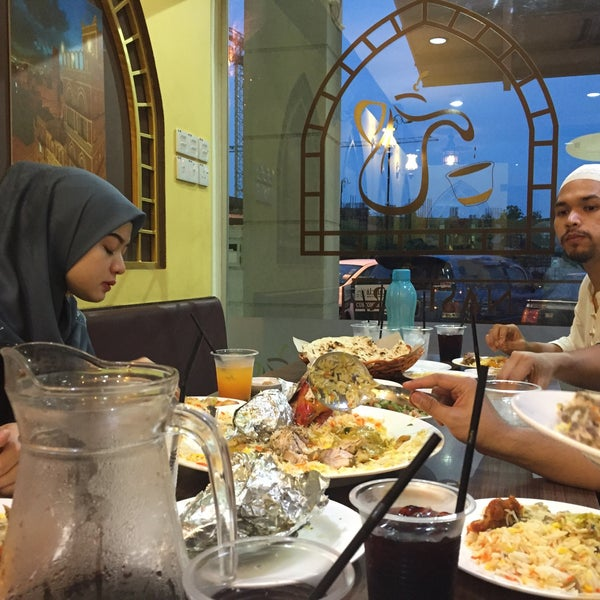 Photo taken at Restoran Dallah Nasi Arab by Amirul A. on 6/20/2016