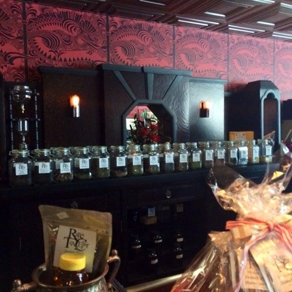 Foto scattata a Madame Zuzu's Tea House da Neph il 7/12/2014