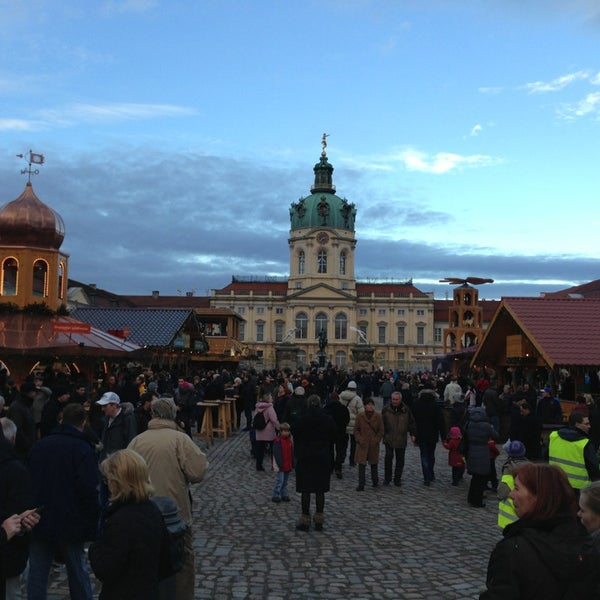 Photo taken at Weihnachtsmarkt vor dem Schloss Charlottenburg by Rik M. on 12/26/2012