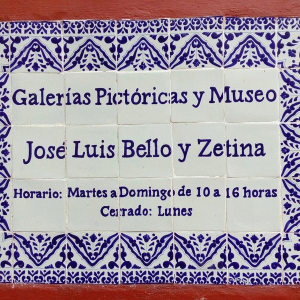 Anuncio a la entrada del Museo Bello y Zetina