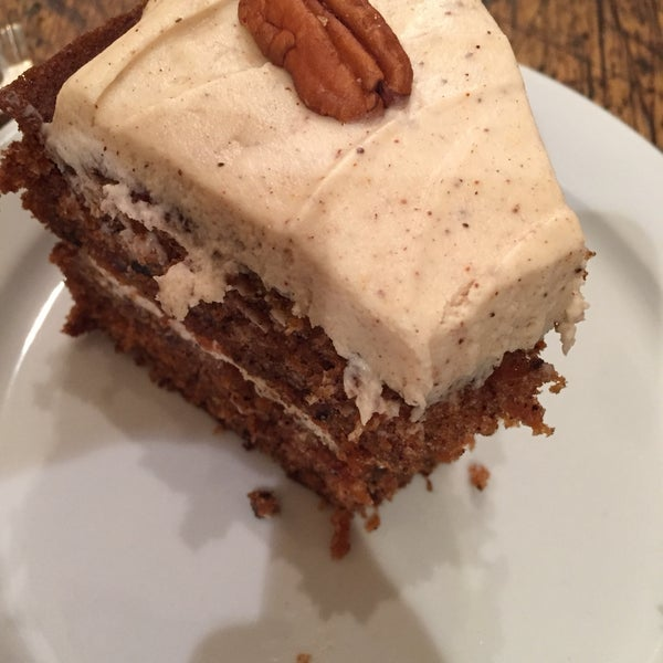 I'm pretty sure this is the best carrot cake I've had in my life. Deliciously rich and not an ounce dry. 😍