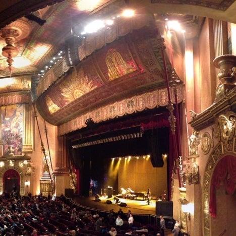 รูปภาพถ่ายที่ Beacon Theatre โดย Jonathan B. เมื่อ 3/23/2013