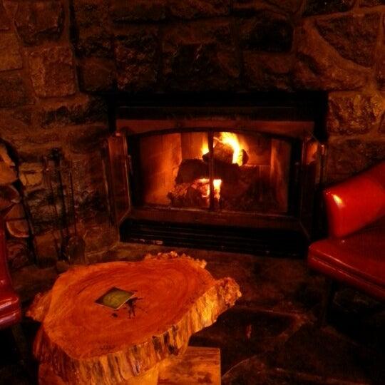 Foto tomada en Hurley's Irish Pub por Mark M. el 10/1/2012