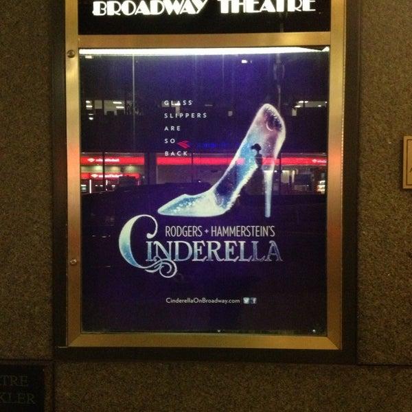 2/2/2013にHolly M.がBroadway Theatreで撮った写真
