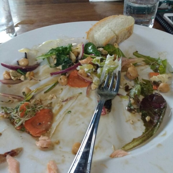 It's place where after eating I feel like I ate something wrong , well Ioli , salad healthy with salmon and poor vegetables quesadillas , all very much not good. I usually leave clean plate when food