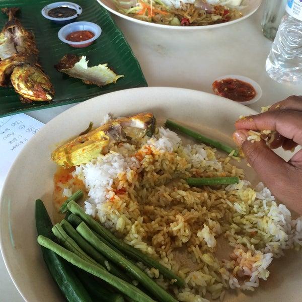 Photo taken at Restoran Sambal Hijau by Zahari T. on 3/4/2015