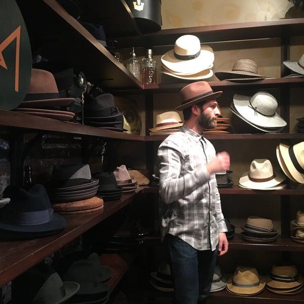 Снимок сделан в Goorin Bros. Hat Shop - West Village пользователем Kasey T. 3/10/2018
