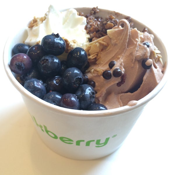 Photo taken at Pinkberry by Jane Y. on 7/30/2015