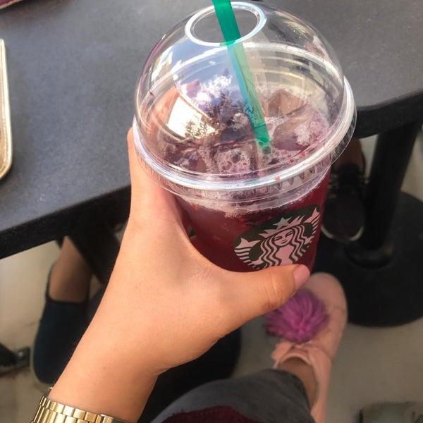 Снимок сделан в Starbucks пользователем Farah D. 10/5/2018