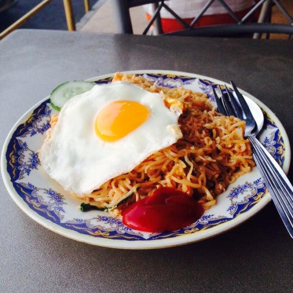 Foto tomada en Restoran Nasi Kandar Seri Kota por Nur Z. el 11/22/2015