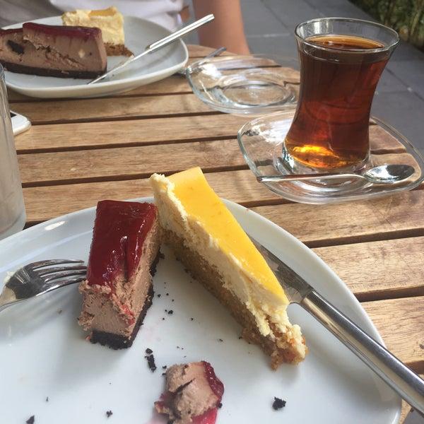 8/3/2017 tarihinde Yaşar S.ziyaretçi tarafından Maria's Cheesecakes'de çekilen fotoğraf