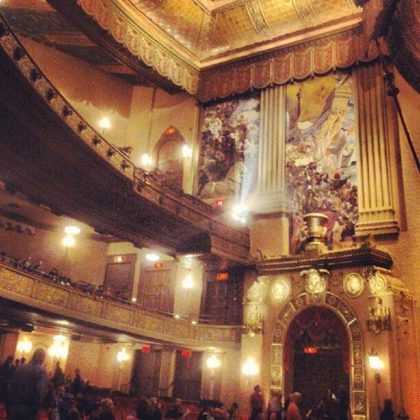 รูปภาพถ่ายที่ Beacon Theatre โดย Stanislav L. เมื่อ 9/25/2012