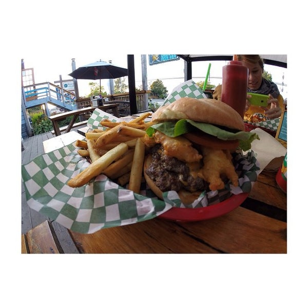 Big daddy 39 s fish fry seafood restaurant in tofino for Fish daddy s menu