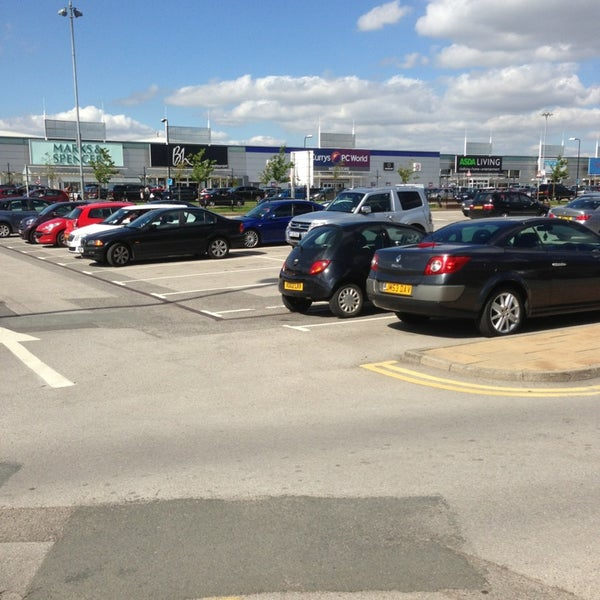 รูปภาพถ่ายที่ Parkgate Shopping Centre โดย Gwyn D. เมื่อ 8/16/2013