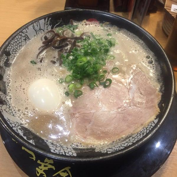 Photo taken at Hakata Ikkousha by いのうえ ゆ. on 3/9/2017