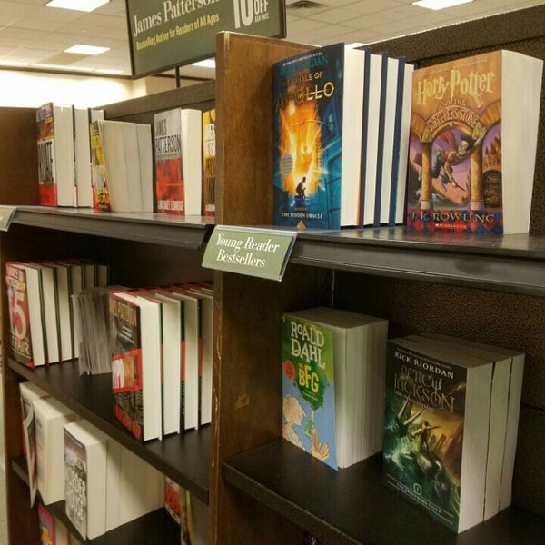 Photo taken at Barnes & Noble by Philip Z. on 5/18/2016