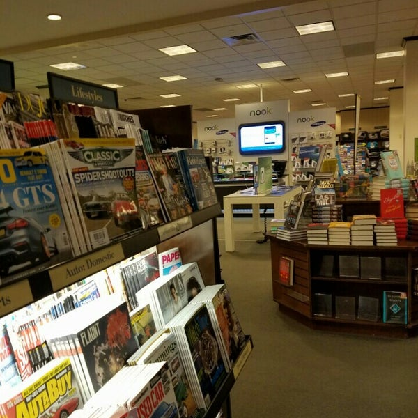 Photo taken at Barnes & Noble by Philip Z. on 6/14/2016