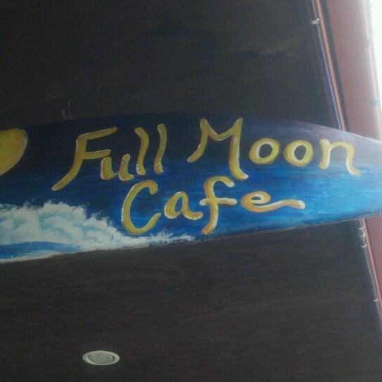 Foto tomada en Full Moon Cafe por Sylvia D. el 4/7/2013