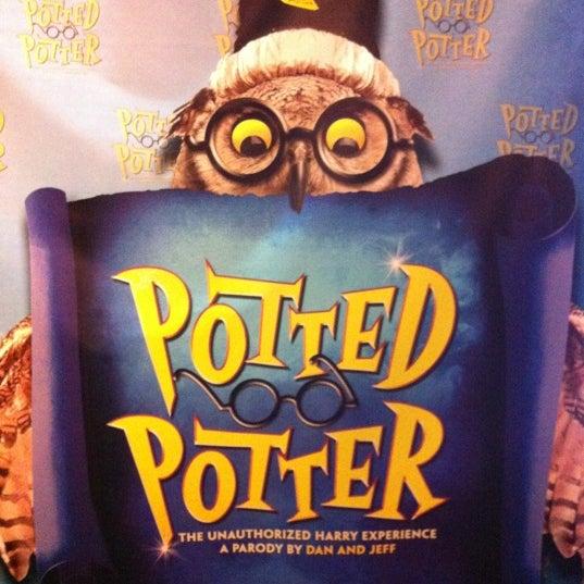 Снимок сделан в Broadway Playhouse пользователем John P. 12/9/2012