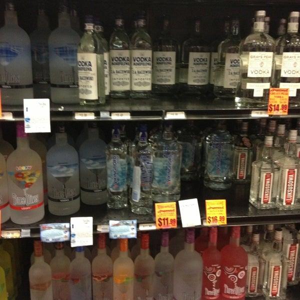 Foto tirada no(a) Argonaut Wine & Liquor por Albie M. em 1/25/2013
