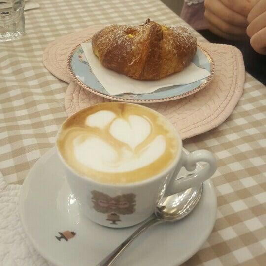11/26/2015에 Katerina K.님이 Antonella Dolci e Caffé에서 찍은 사진