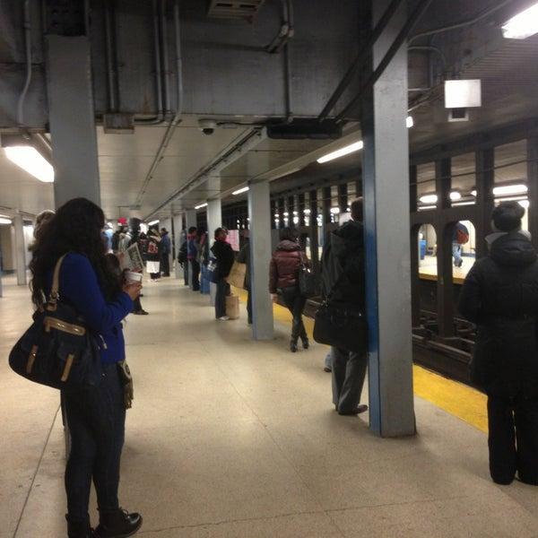 Photo taken at SEPTA MFL/TRL 15th Street Station by Trilisa on 1/4/2013